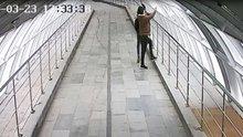 Üst geçide zarar veren şüpheliler güvenlik kamerasına yakalandı