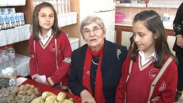 """Canan Karatay: """"Peynir yiyen bir ülkede, peynirle beslenen kişilerde Osteoporoz (Kemik Erimesi) olmaz"""""""