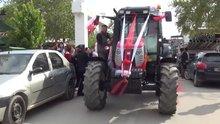 Manisa'da traktörlü düğün konvoyu