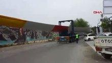 İzmir'de ilginç görüntü! Dev pervanelerle böyle geçti