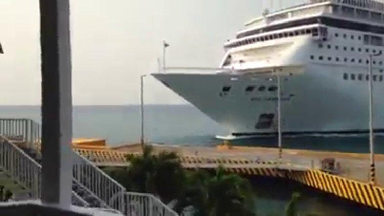 Yolcu gemisi karaya vurdu!