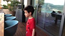 Yılmaz'ın 5 yaşındaki oğlu Kemal, Mansur Ark'ın şarkısıyla dans etti