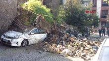 Beşiktaş'ta istinat duvarı araçların üzerine çöktü