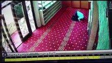 Camide hırsızlık kameralara yansıdı