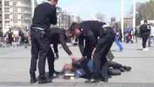 Taksim'de epilepsi krizi geçiren genç kendini yerden yere vurdu