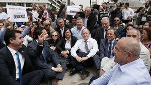 CHP'liler 81 ilde oturma eylemi yaptı
