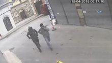 Fatih'te silahla otel basma anı kamerada