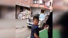 Market sahibi, çocuklara tokat karşılığı dondurma dağıttı