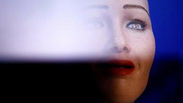 Robot Sophia: Benim lügatimde savaşa yer yok