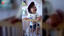 Hunharca gülen bebek