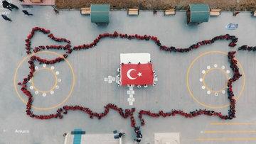 Türkiye'nin dört bir yanında çocukların oluşturduğu Türk bayrağı motifi havadan görüntülendi