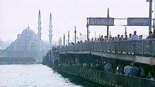 1991'de Türkiye: İstanbul'da gecekondulaşma, Türkiye'de Kürt olmak, Mor Çatı, Galata Köprüsü, Agatha Christie'nin gizemi