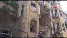Beyoğlu'nda metruk bir binada kısmen çökme meydana geldi