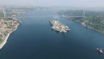 Türk Akım'ı döşeyen gemi Pioneering Spirit Boğaz'dan geçti