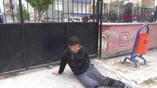 Bıçaklanan çocuk, bahçe kapısı kilitli olduğu için sedyeyle duvarın üzerinden geçirildi