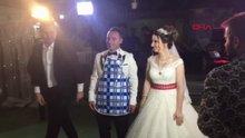 Düğünde damada, merdane, ayva, önlük taktılar