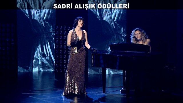 Sadri Alışık Ödülleri gecesine yıldız yağdı!