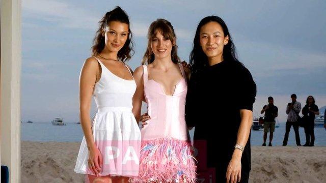 Serenay Sarıkaya, Cannes'a damga vurdu!