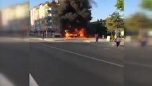 Seyir halindeki araç araç alev alev böyle yandı