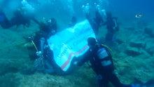Gençler su altına Atatürk için daldı, Türk Bayrağı açtı