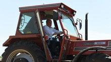 Muharrem İnce, traktör sürüp, saman balyaladı