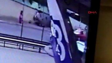 Kaldırımda yürüyen iki kız kardeşin öldüğü kaza kamerada