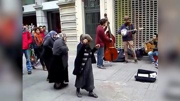 Mendilci teyzelerin mest eden caz dansı