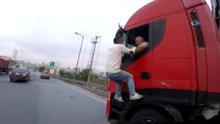 TEM Otoyolu'nda film sahnelerine aratmayan trafik kavgası kamerada