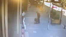Sokak ortasında karısını döven kişiye çevredekilerden feci dayak