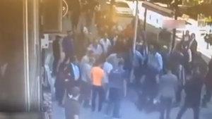 Eşine şiddet uygulayan adama uçarak kafa attı
