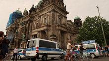 Almanya'da polise saldırı