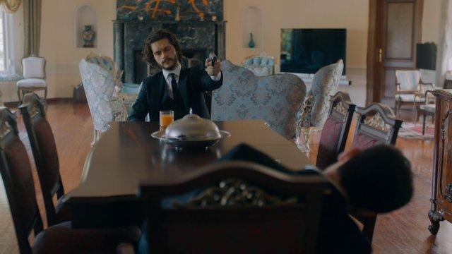Emrah, Nazım'ı vuruyor!