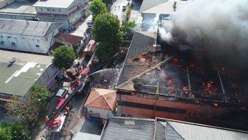Davutpaşa'da bir fabrikayı kül eden yangın