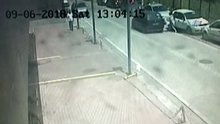 Esenyurt'ta genç kadının yaralandığı kapkaç anları kamerada