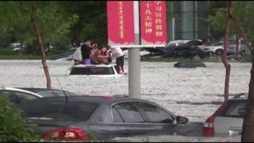 Çin'de sel felaketi! Yumurta büyüklüğünde dolu yağdı