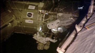 6 saat 30 dakikalık uzay yürüyüşü