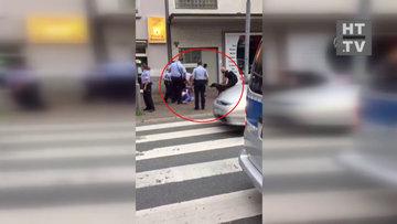 Almanya'da bir Türk'e polis köpeği ile şiddet