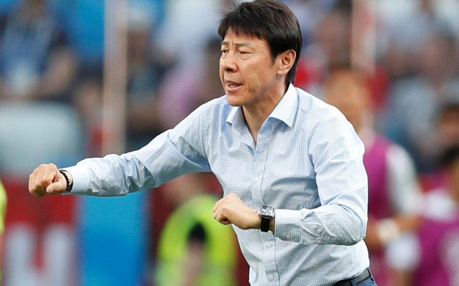 Güney Kore teknik direktöründen ilginç itiraf: Futbolcularım her maçta farklı forma giydi