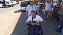 Engelli genci 4 saat bekletip minibüse almadılar