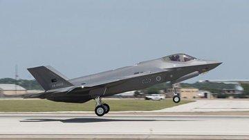 F-35'lerin ilk uçuşu