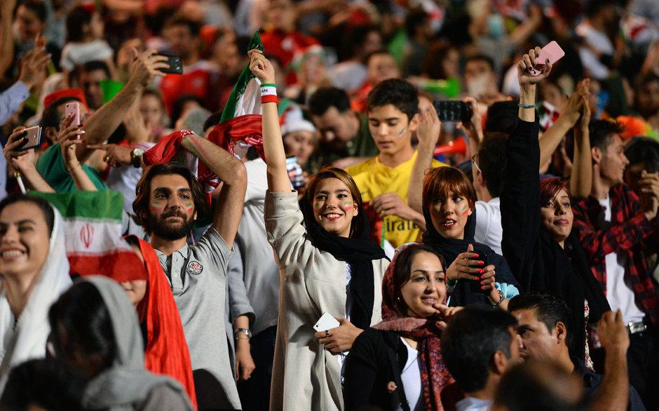 Son dakika haberi... 39 yıl sonra bir ilk! İranlı kadınlar statta