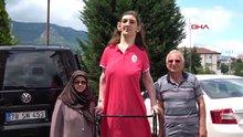 Dünyanın en uzun kızı oyunu kullandı