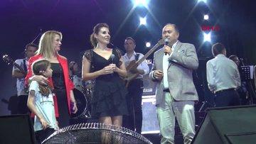 Funda Arar ve eşi Febyo Taşel'e sahnede sürpriz nikah!
