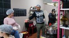 Evsizler için bir mutfak: 'Bir kase çorba uzatmanın bu kadar şey öğreteceğini tahmin edemezdim'