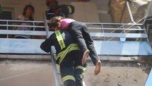 Yangında mahsur kalan 6 kişiyi itfaiye kurtardı