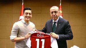 Mesut Özil'den fotoğraf açıklaması