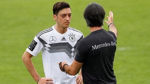 Almanya, Mesut Özil'i konuşuyor! Türk Milli Takımı'nda oynayabilir mi?
