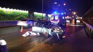 Bariyerlere çarpan otomobil taklalar açtı 1 kişi öldü