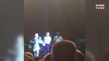 Gülşen sahnede sunucuyu belediye başkanına şikayet etti