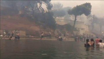 Yunanistan'daki korkunç yangından kaçış görüntüleri ortaya çıktı